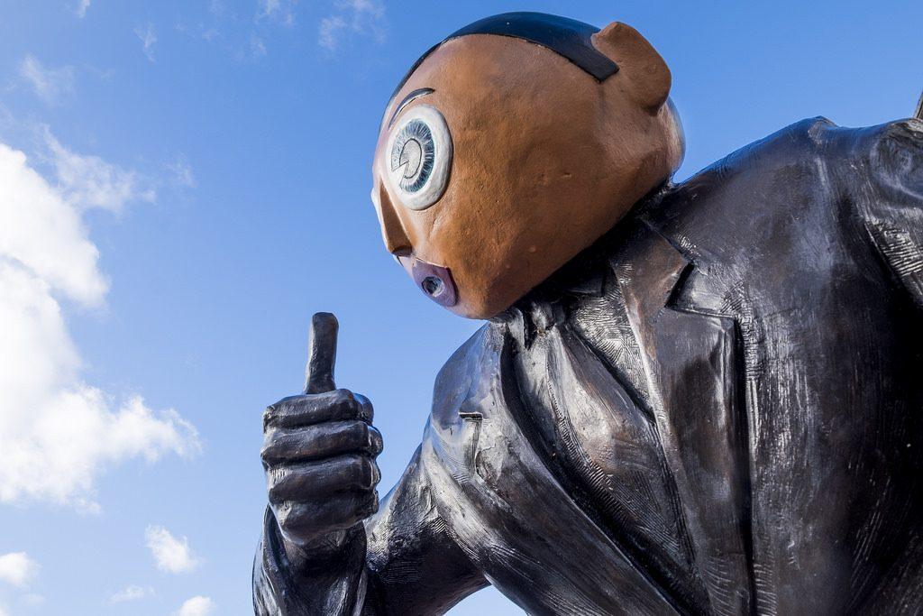 Estatua en honor a Frank Sidebottom