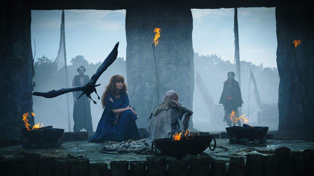 El druida Veran y la celta Kerra en un fotograma de la serie Britannia